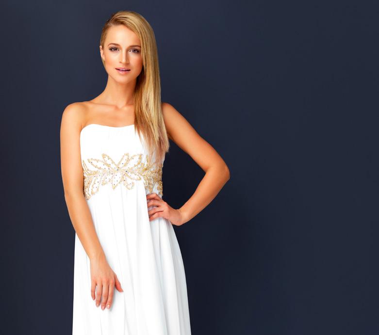 Zdjęcie z kobietą w białej sukni na niebieskim tle