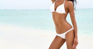 Dwuczęściowy biały kostium kąpielowy