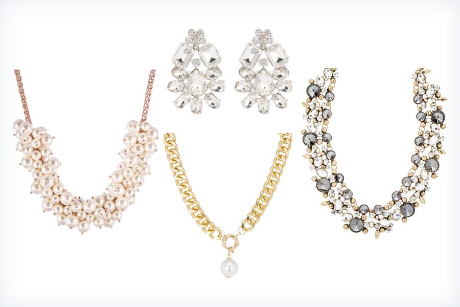 Srebrba i złota biżuteria do granatowej sukienki