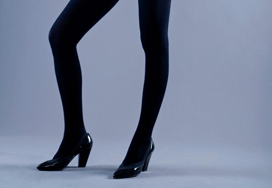 Damskie chude nogi