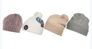 Kolorowe czapki do granatowej kurtki
