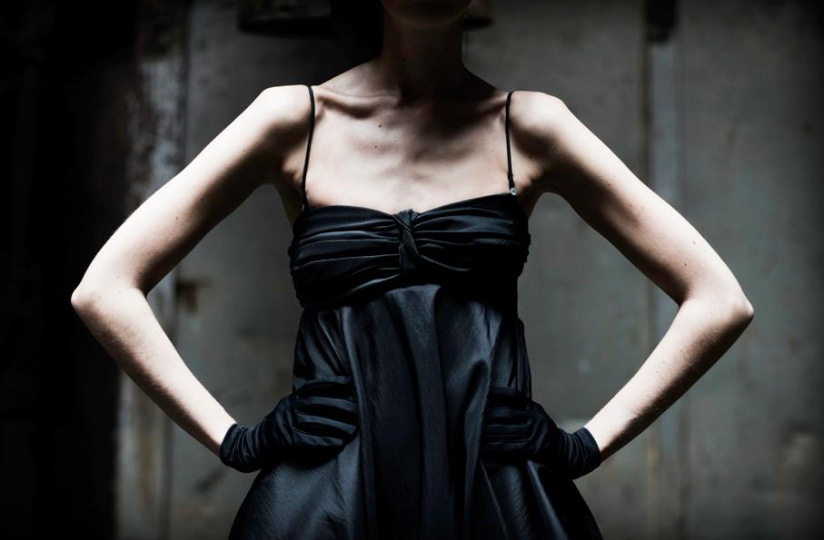 Czarna sukienka w stylu vintage