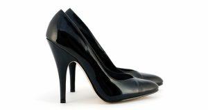 Czarne buty na obcasie