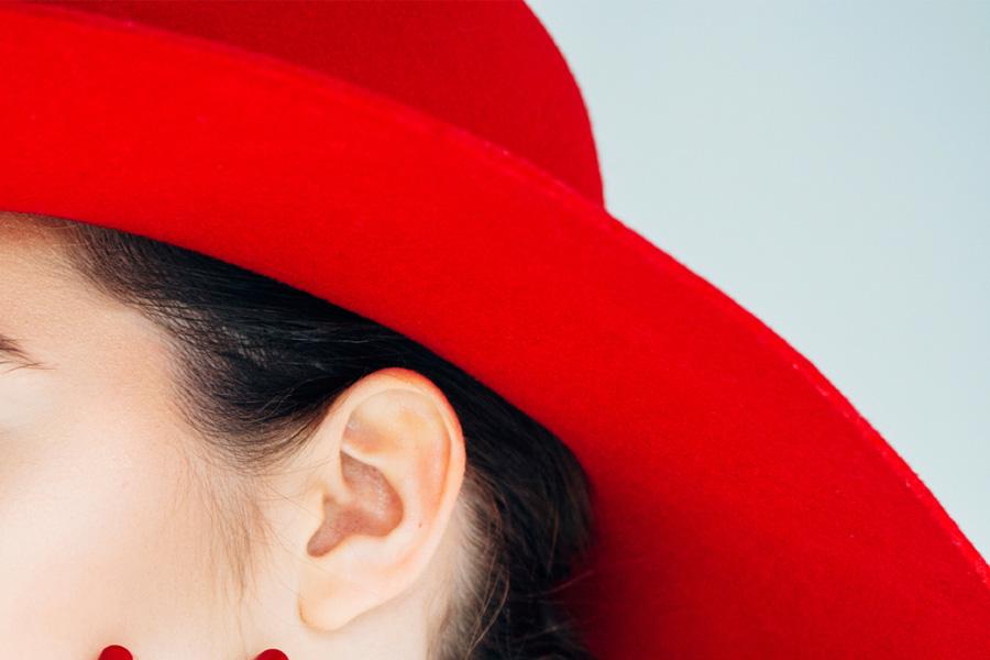 Duży czerwony kapelusz