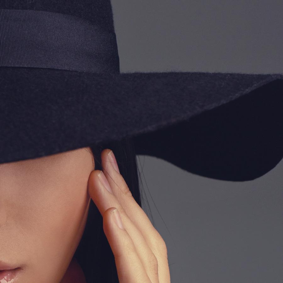 Duży kapelusz do okrągłej twarzy