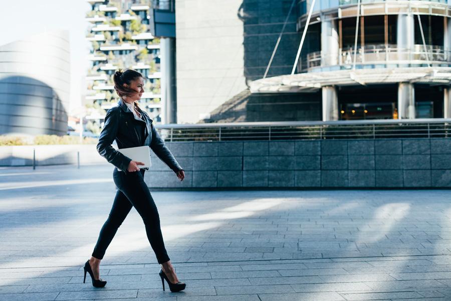 Elegancko ubrana kobieta