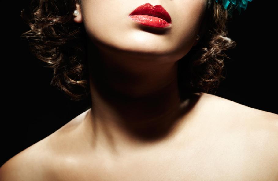 Kobieta z krótką szyją