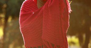 Czerwona peleryna z kapturem