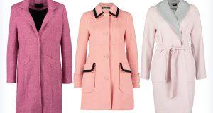 Trzy młodzieżowe różowe płaszcze