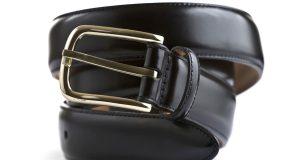 Czarny skórzany pasek do spodni