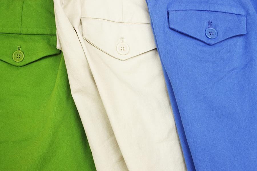 Zielone, białe i niebieskie spodnie z materiału