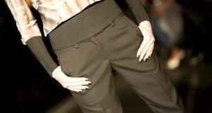 Ciemne spodnie w kant