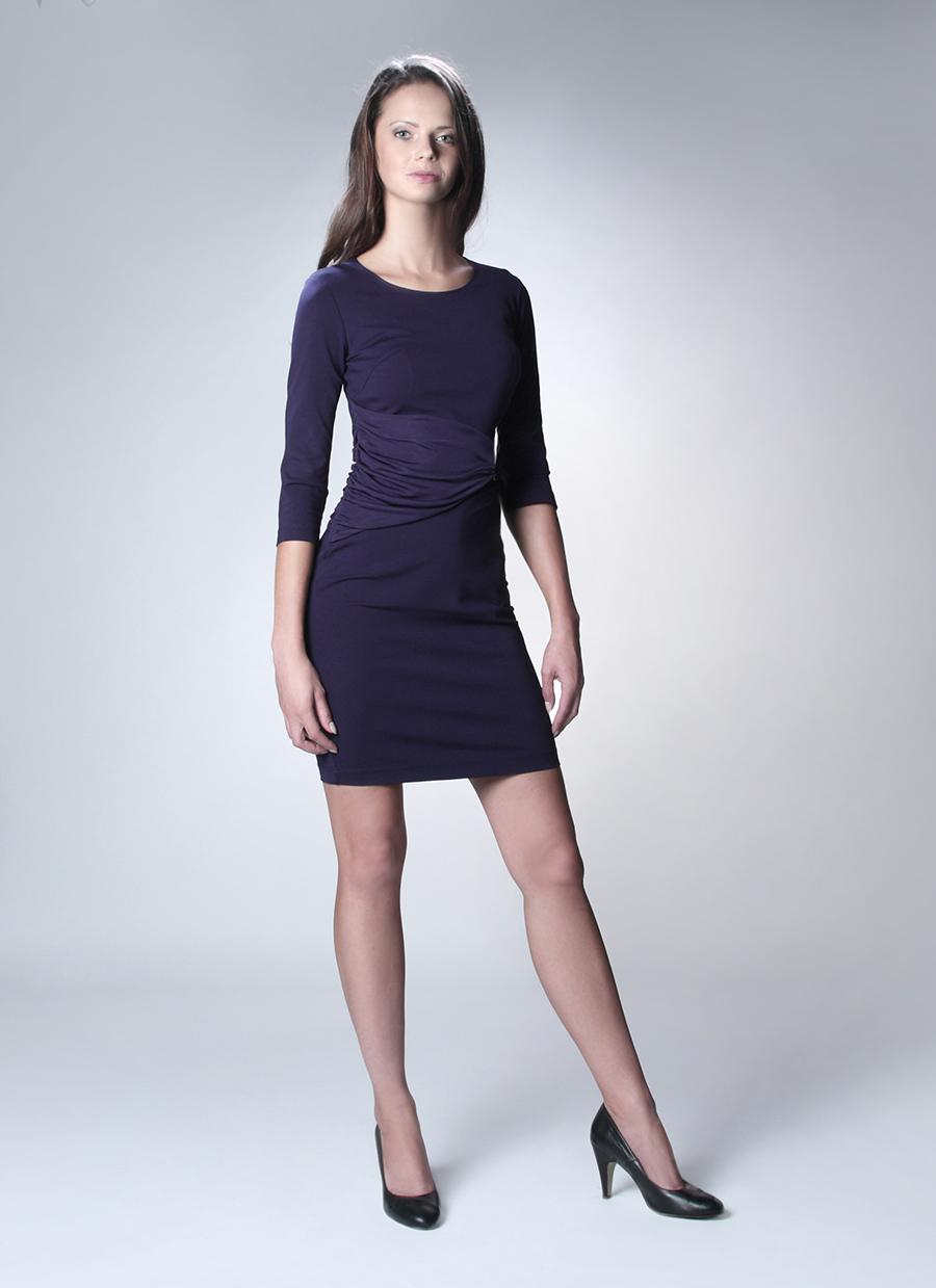 Szafiarka w niebieskiej sukience