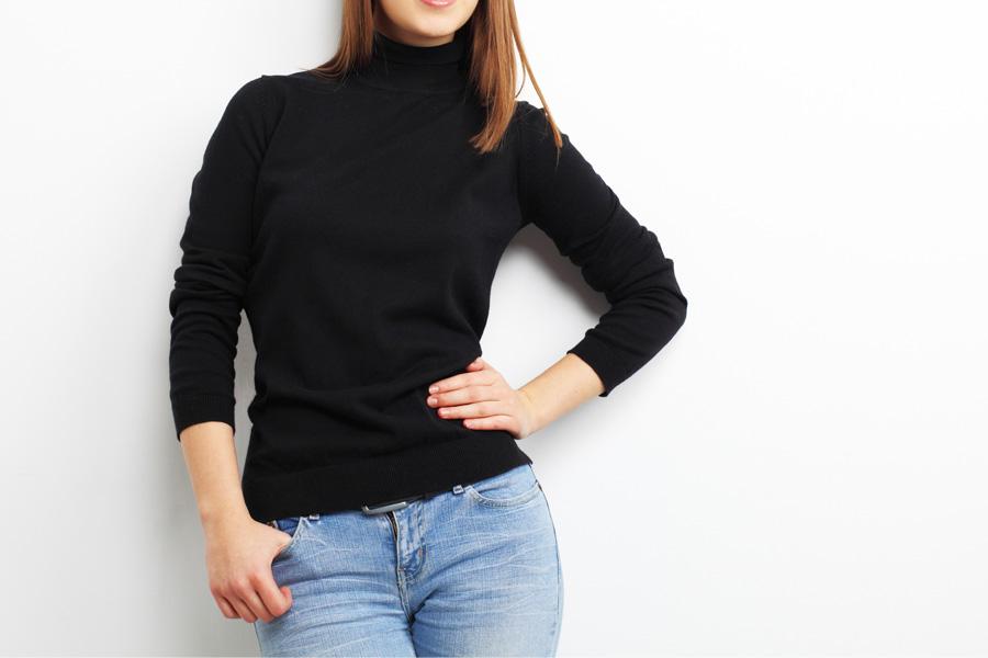 Czarny wełniany sweter