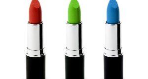 Trzy pomadki do ust - czerwona, zielona i niebieska